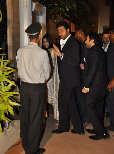 Br Emqj Zdfxate Abhishek Bachchan And Wife Aishwarya Rai Bachchan Leaving From The Wedding Reception Of Dheeraj Deshmukh And Honey Bhagnani In Mumbai Wedding