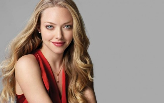 Amanda Seyfried Cute Girl Wallpaper Hd Wallpaper