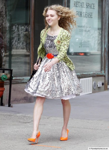 Annasophia Robb Carrie Bradshaw Mode During Filming Carrie