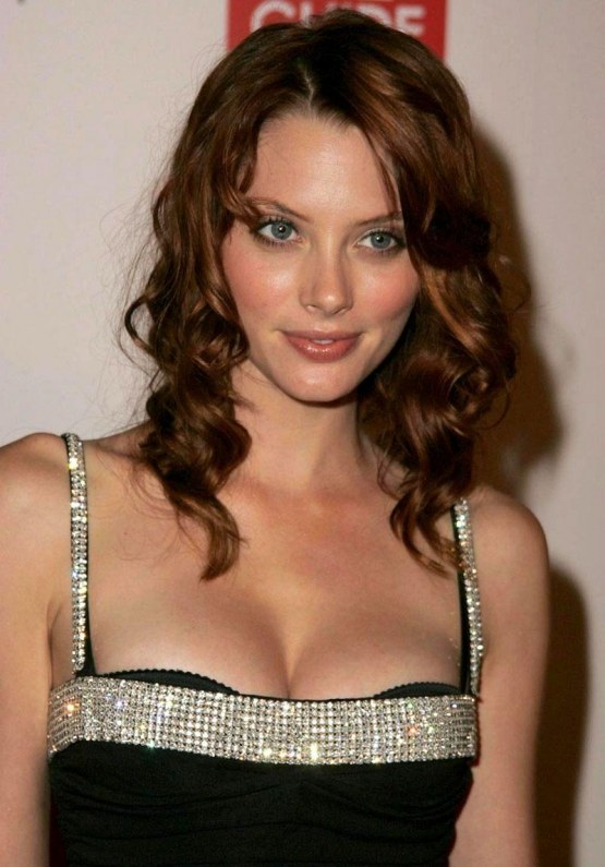 April Bowlby Image And Her Net Worth Movies