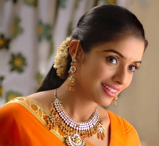 Asin Thottumkal Gogues New Photos Latest Pics