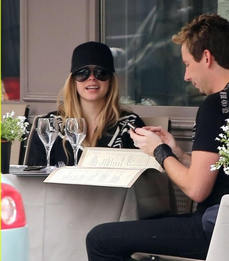 Chad Kroeger And Avril Lavigne Are Engaged Pics Photos Paris Shopping