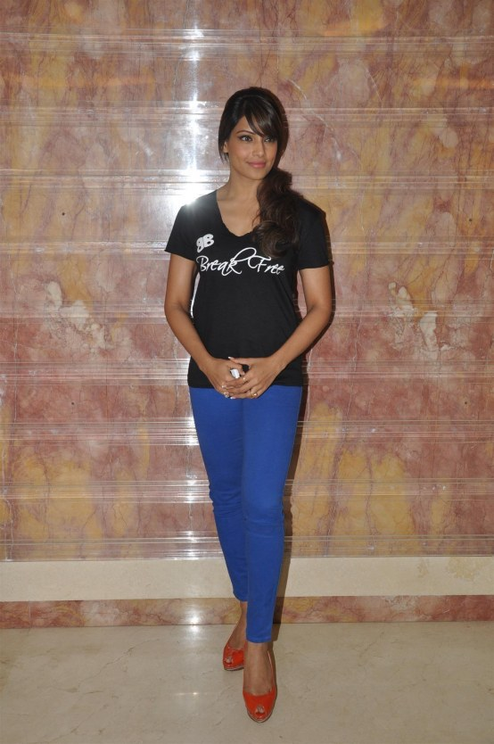 Gn Dcwzekw Svx Bipasha Basu Posing At The Meet And Greet Session For Her Fitness Dvd Break Free At Radio City Fm Studios In Mumbai  Fitness