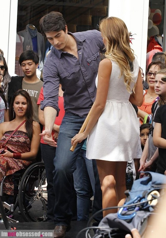 Brandon Routh Stops By The Grove