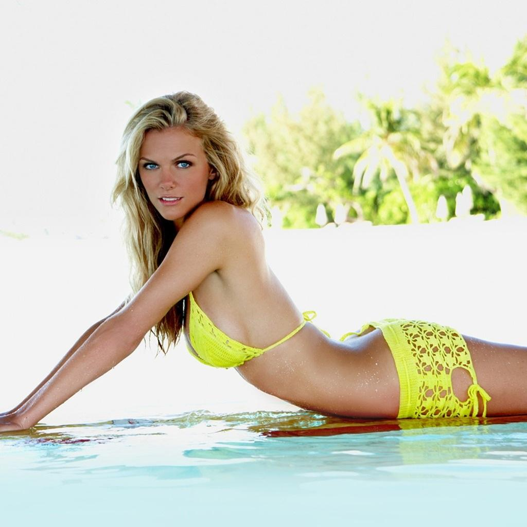 Brooklyn Decker In Yellow Bikini Wallpaper