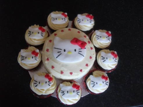Hello Kitty Cake And Cup Cakes Cup