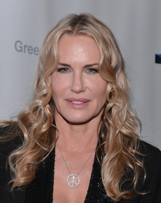 Daryl Hannah Pendant Necklaces Diamond Pendant Ur Zx Nrx