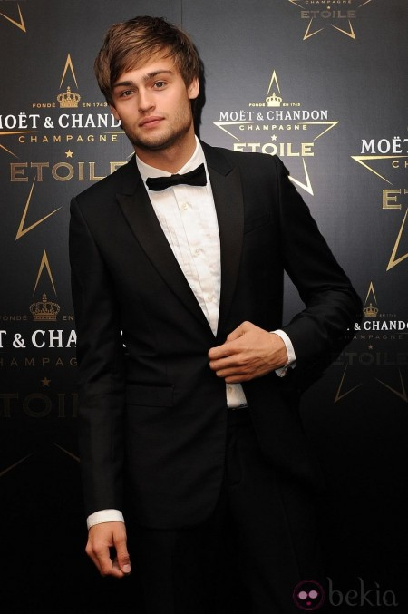 Douglas Booth En Los Premios De La Moda Moet And Chandon Etoile En Londres