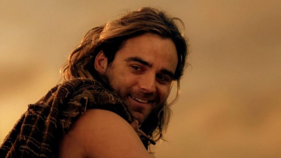 dustin clare weight and height