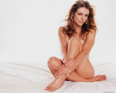 Elizabeth Hurley In Nude Pose Photo