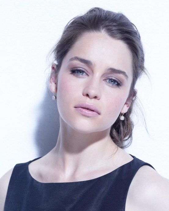 Emilia Clarke Large Picture Body