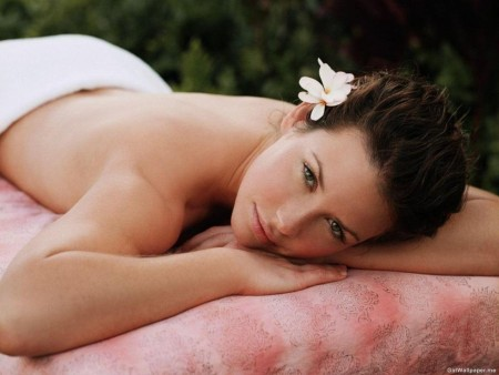 Pretty Evangeline Lilly With Flower In Hair Hair
