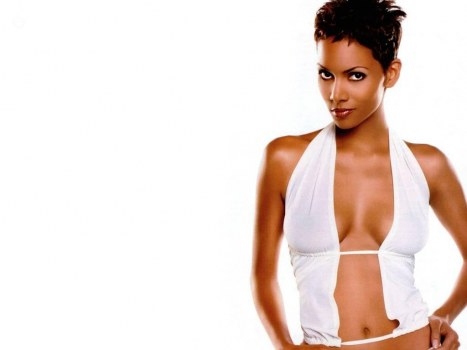 Celebrity Lovely Belly Halle Halle Berry