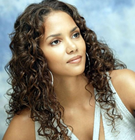 Halle Berry Curly Hairstyle Trend