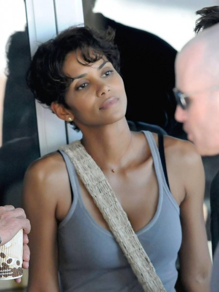 Halle Berry On Set