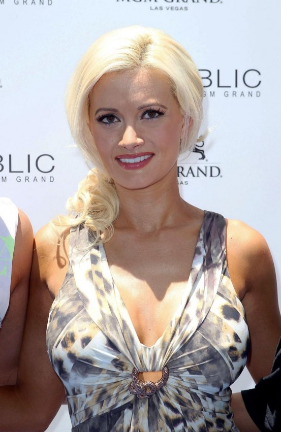 Holly Madison At Mgm Grand Hosting Wet Republic