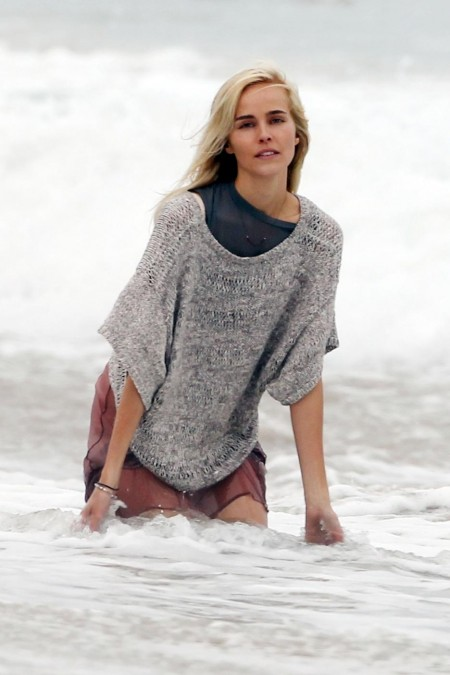 Full Isabel Lucas