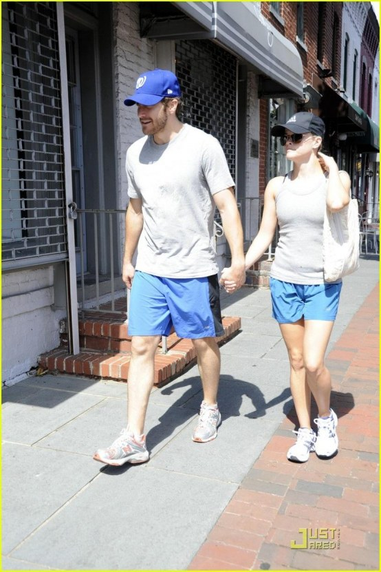 Jake Gyllenhaal Reese Witherspoon Matching Gym Outfits And Reese Witherspoon