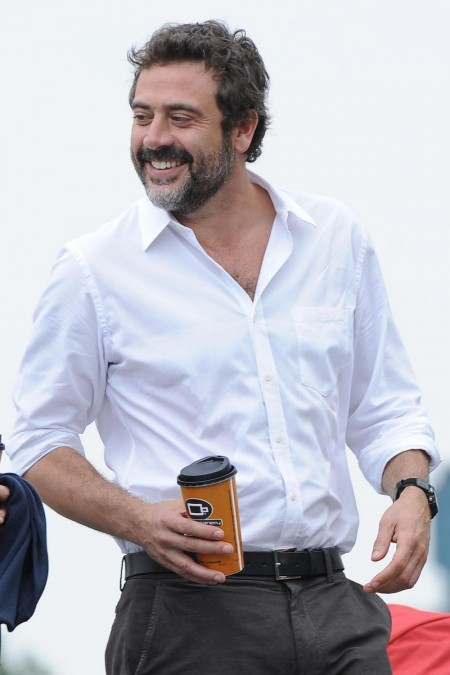 Jeffrey Dean Morgan The Resident Hqmata Watchmen