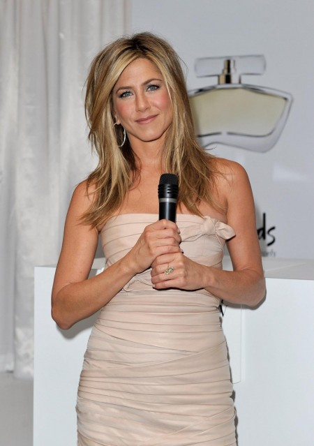 Jennifer Aniston Promuje