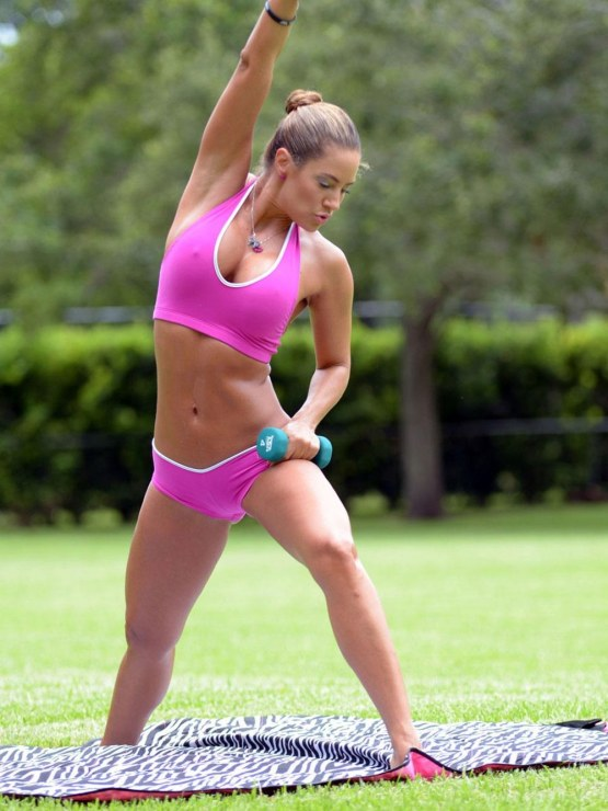 Jennifer Nicole Lee Working Out In Park In Miami