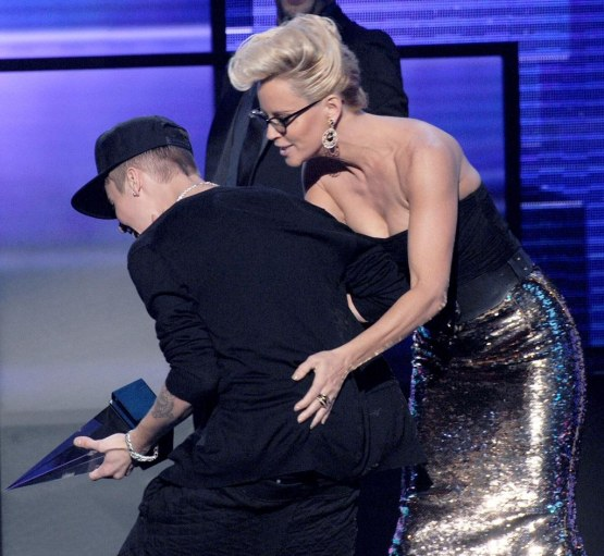 Justin Bieber Th American Music Awards Show Oopo Mwbgubx And Justin Bieber