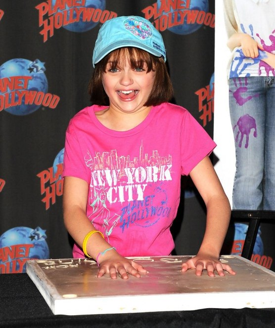 Joey King Joey King Visits Planet Hollywood Bo Rx