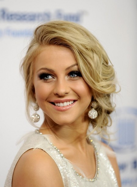 Julianne Hough Net Lee