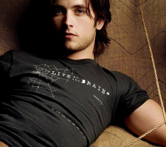 Justin Chatwin Wallpaper