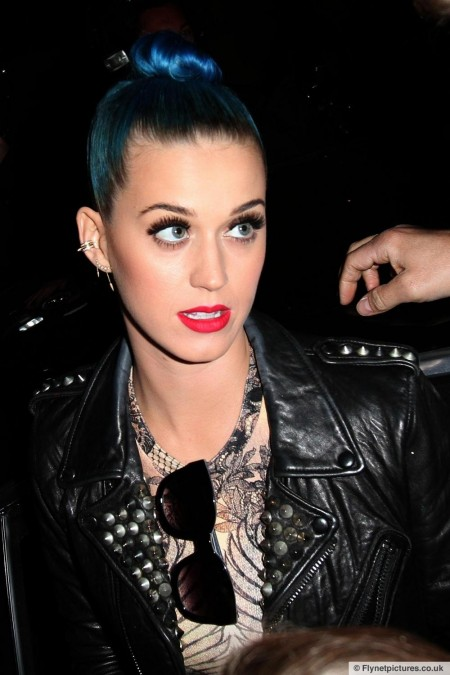 Blue Haired Katy Perry Meets Fans Paris Shopping