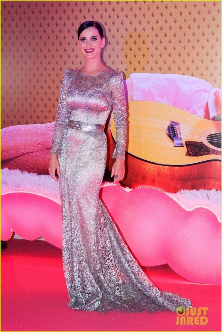 Celebrity Red Carpet Looks And Appearances Katy Perry Part Of Me Rio Premiere Red Carpet