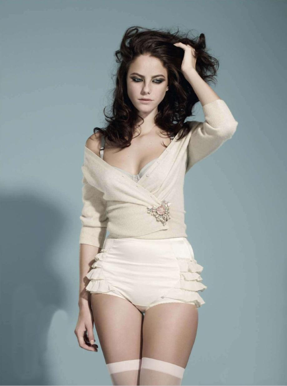 With Model Kaya Scodelario By Your Sidechoose Your Weapon Hq Photos Hot