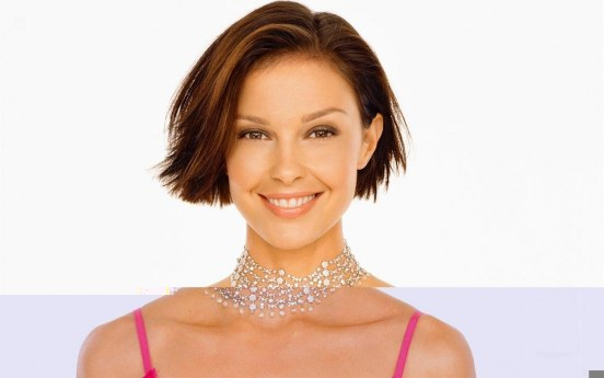 Hot Ashley Judd Photos Memakai Kalung Berlian Bend It Like Beckham