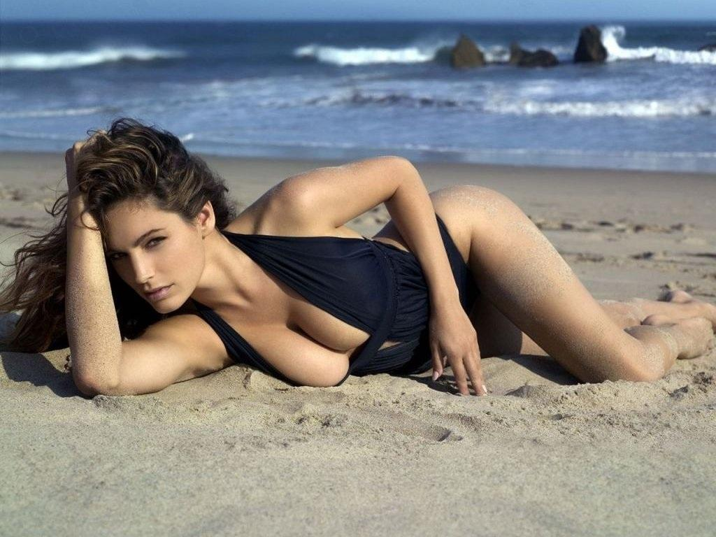Hd Wallpapers Woman The Beach Kelly Brook Desktop Wallpaper Quality Wallpaper Body