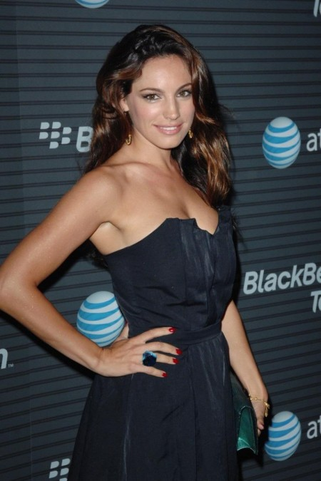 Kelly Brook Blackberry Torch Party Lo Kissing