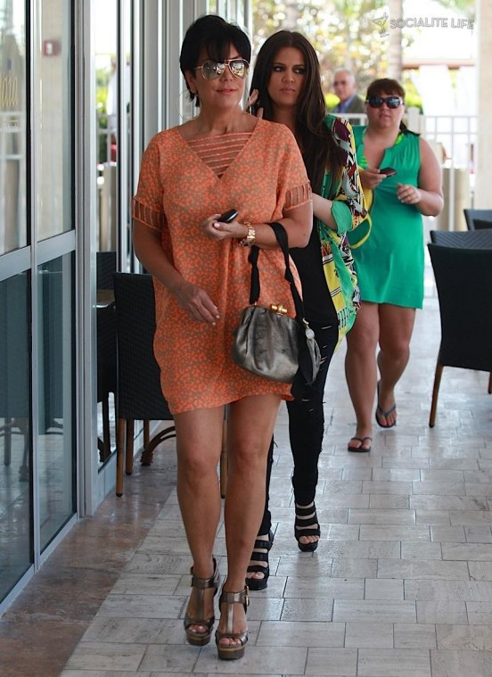 Khloe Kardashian Kris Jenner Lunch Miami Photos Body