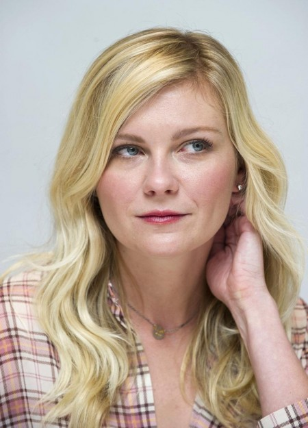Bachelorette Press Conference In Los Angeles Kirsten Dunst