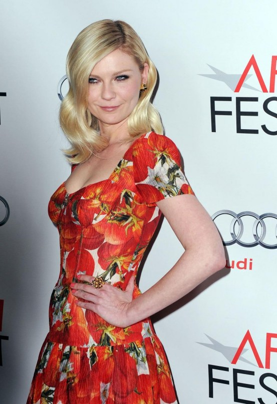 Kirsten Dunst At Melancholia Premiere In Los Angeles Beach