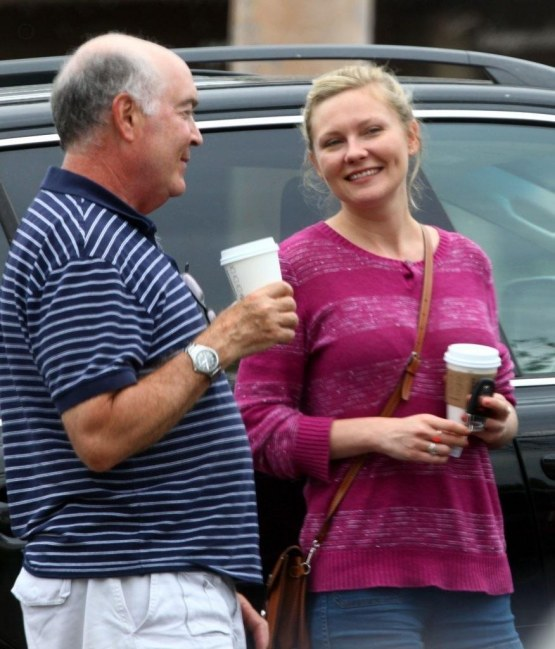 Kirsten Dunst Kirsten Dunst Grabs Coffee Friends Llisa Hx