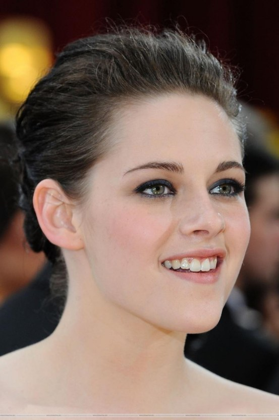 More Pictures Of Kristen Stewart On The Red Carpet For The Oscars Twilight Series Red Carpet