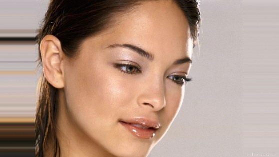 Kristin Kreuk Looking At Something With Shiny Lips Scale Border Fbf  Lips