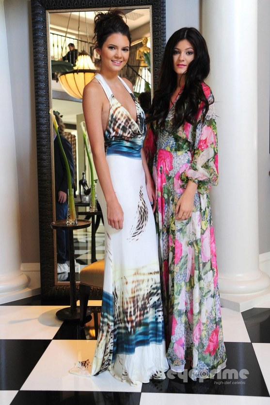 Kendall And Kylie Jenner At Kim Bridal Shower Aug Kylie Jenner Kylie And Kendall Kardashian