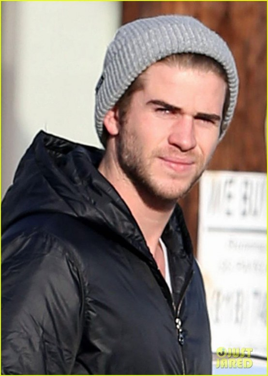 Liam Hemsworth Urban Outfitters Shopping With Mom Dad