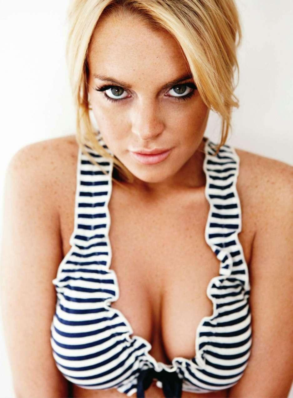 Lindsay Lohan Hot Cleavage Image Hot