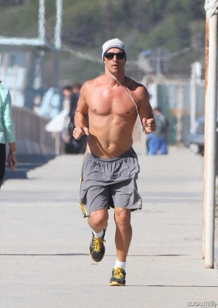 Matthew Mcconaughey Shirtless Beach Levi Vida Shirt Off