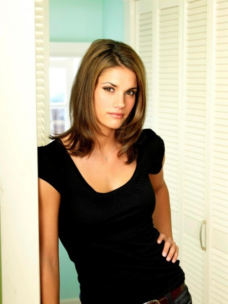 Missy Peregrym Gray Shirt Jeans Black Shirt Group Shot Reaper Promos Mp