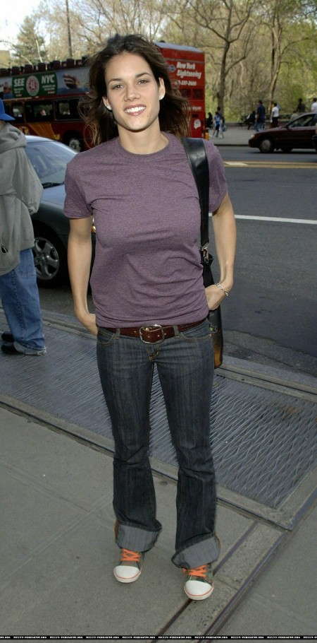 Missy Peregrym Purple Shirt Jeans Candids While Walking Ny Unknown Date Mp