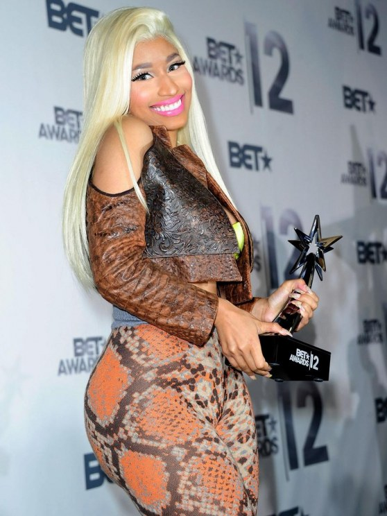 Nicki Minaj Flaunts Curves At Bet Awards