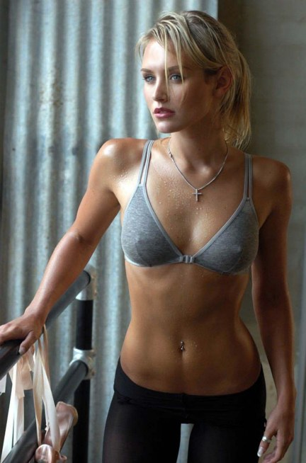 Nicky Whelan Psuperos And Wallpapers Wallpaper