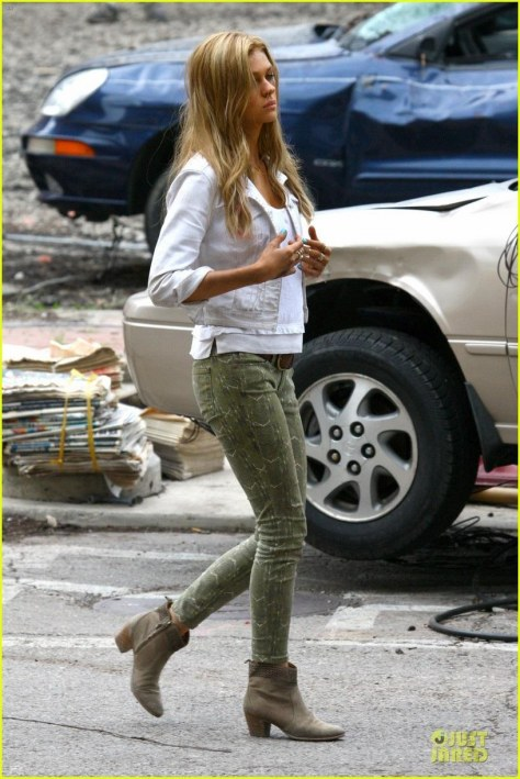Nicola Peltz On The Set Of Transformers Movie Image Movies